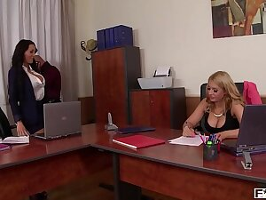 Brunette goddess Patty Michova & Kyra Hot suck their bowels during load of shit ride